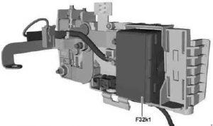 Mercedes-Benz CLA-Class - schemat skrzynki bezpieczników - przednia skrzynka bezpieczników elektrycznych